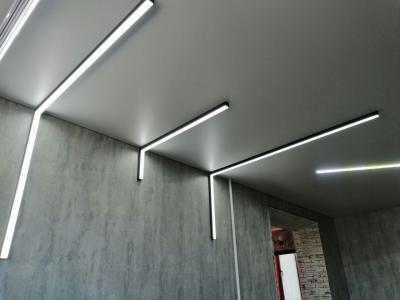 Освещение с использованием профиля для светодиодных лент